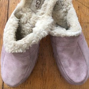 Woman's UGG clogs shearling lined in pink suede